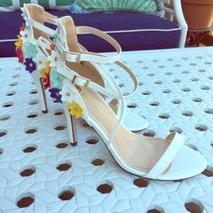 Chase + Chloe White Sandals Flowers